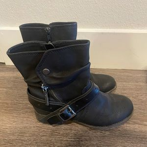 Women's Size 5.5 Boots!